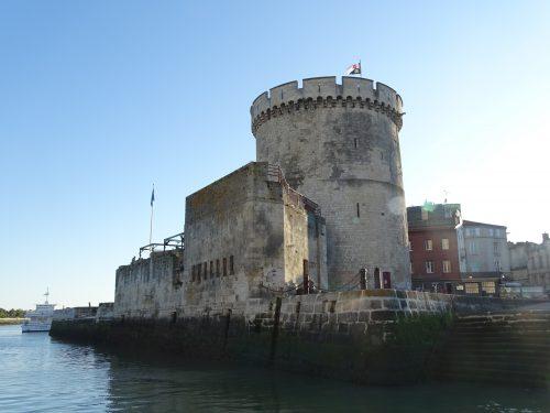 Torre de la Cadena en el puerto viejo