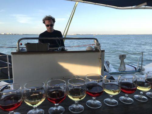 Degustación de vinos en el catamarán
