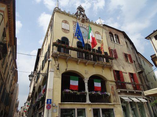 Ayuntamiento y Loggia Basano del Grappa