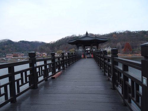 Puente de madera Andong Folk Village